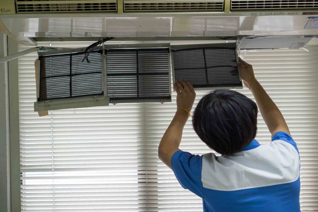 Air-Conditioning-Technician-Replacing-Air-Filters-1024x683